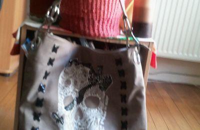 *** Solde du jour, un sac très fashion acheté dans un magasin chic!!! ***
