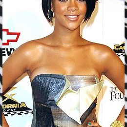 Rihanna, fashion jusqu'au bout des ongles