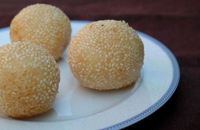 Boules de riz gluant au sésame, fourrées à la pâte de soja - Banh cam (ran)