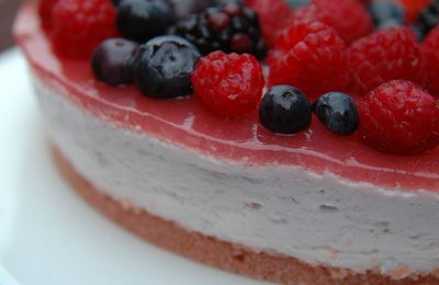 Rare cheesecake aux fruits rouges à la japonaise