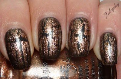 Cracked Medallion - China Glaze.