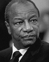 Alpha Condé quitte Conakry pendant que N'zérékoré brûle