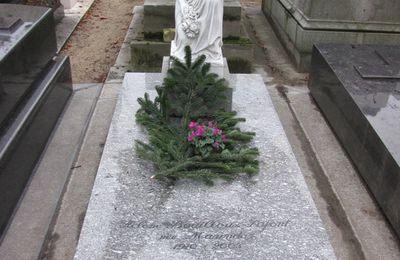 Pleureuse, cimetière de Passy