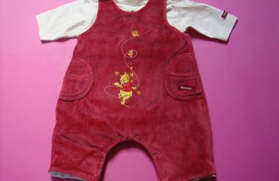 ensemble (combinaison + cape) winnie l'ourson taille 1 mois