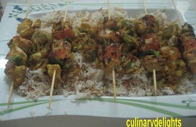 chich-taouk et son riz a la vermicelle accompagne' de legumes sautes