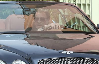 Photo du 05.Mars.2012 Johnny Hallyday Qui Prenez Ses nouvelles Bentley For A Ride