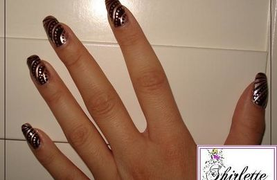 Nail art gold & brown