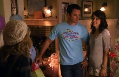"""Ocean Uncharted"" (Life Unexpected - 2.01)"