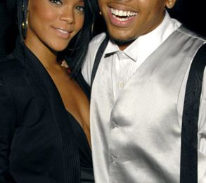 Chris Brown largue Rihanna.