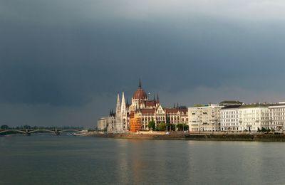 Parlement sous l'orage ...