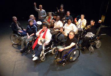 """Handicap exigé (""""Charlie Encor et le ballets de chaises"""")"""