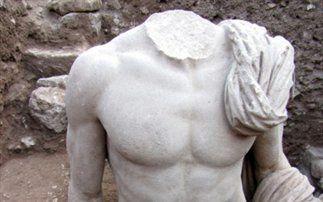 Une superbe statue antique vient d'être découverte à Épidaure