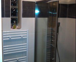 douche italienne en galet m lang avec cloison briques de verre arrondie fin le blog de bobast. Black Bedroom Furniture Sets. Home Design Ideas