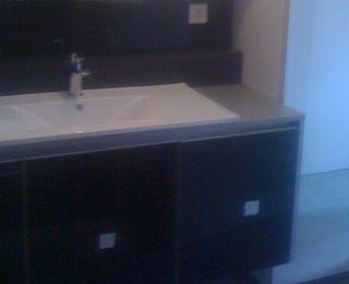 Salle de bain, verre laqué noir
