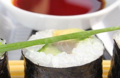 Maki-Sushi au maquereau, concombre et avocat