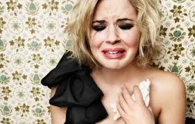 Pourquoi les femmes pleurent régulièrement et que les hommes détestent ça ?