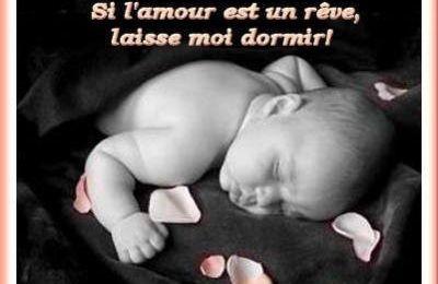 Panneau sur les rêves avec bébé endormi