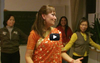 Shima Mahi zeigte Indisch-orientalische Tänze ระบำอินเดีย ระบำอาหรับ