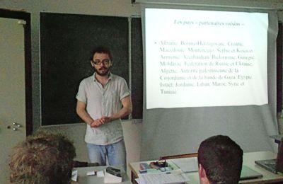 Ozgür Yildiz explique le service volontaire européen aux lycéens (Saint-Jean-d'Angély 6.04.2012) Le 6 avril 2012