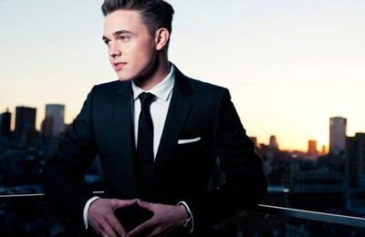 Jesse McCartney ▼ signe des mains ▼