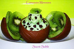 Avocat farci à la mousse chantilly de saumon