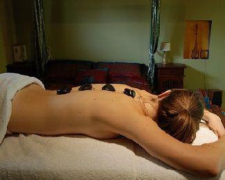 Massaggio con le pietre calde: Stone Therapy benessere e relax