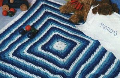 Plaids unis ou multicolores avec leurs grilles gratuites, au crochet.