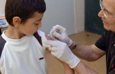 Vaccins obligatoires: Le gouvernement fait machine arrière et envisage une «clause d'exemption»