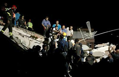 Séisme en Italie près de Naples : Deux femmes tuées mais des enfants seraient encore en vie coincés sous les décombres
