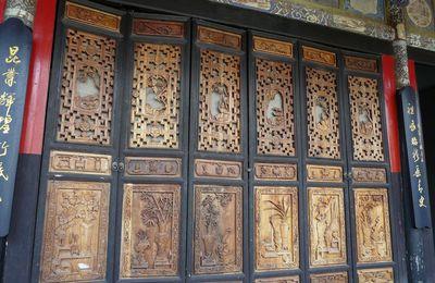 de superbes portes anciennes au Yunnan