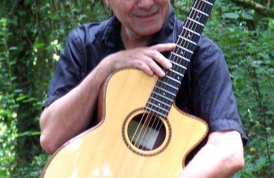 Stage Fingerstyle Guitar and Irish-Bouzouki