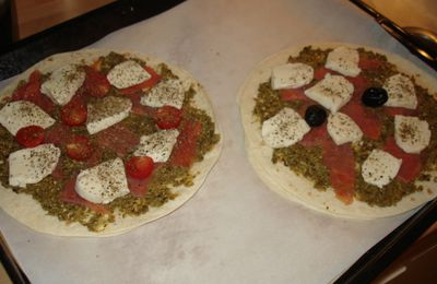 Pizza au pesto et au saumon