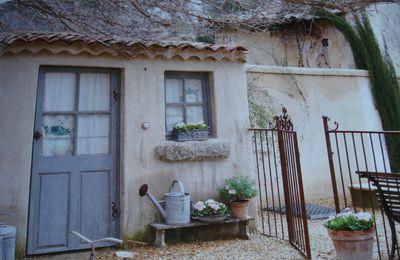 Une dentellière en Provence