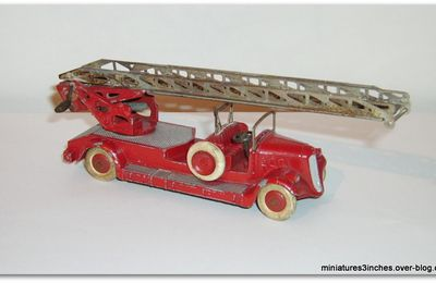 "Voiture Pompiers Delahaye ""ref 32D"" MIF by Dinky Toys."