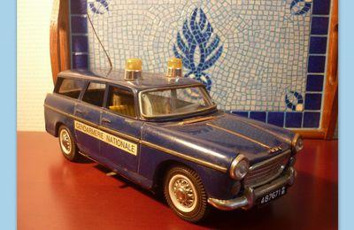 Collector Gendarmerie : Peugeot 404 break gendarmerie de Joustra...