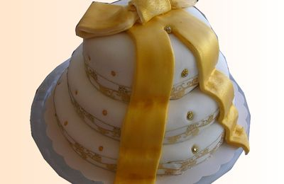 mini wedding cake gold