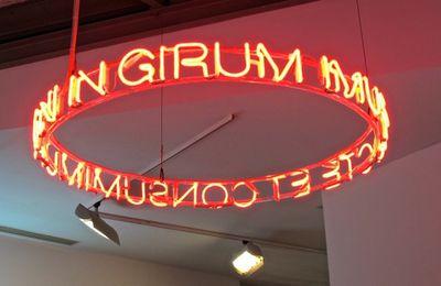 Le néon et la mort, des sculptures de lumière bien pessimistes