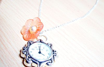 "collier montre ""en retard !"""
