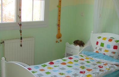 edwin dort dans un grand lit