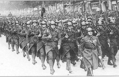 Sur le passage en revue des troupes françaises de 1940, accompagné d'une note sur la pédagogie d'Hervé Caille dans sa règle Blitzkrieg.