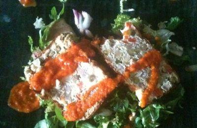 Terrine macédoine-thon, coulis tomate-basilic