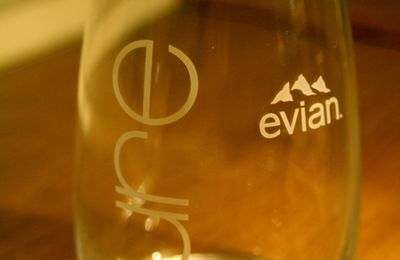 "Verres EVIAN, collection ""PURE""."