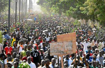 Un million de burkinabés dans la rue. Notre ami le dictateur Blaise Compaoré, assassin de Sankara, chassé du pouvoir !