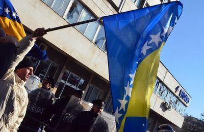 En Bosnie, au-delà des divisions ethniques, les travailleurs des entreprises privatisées se révoltent dans un pays bradé au FMI et à l'UE !