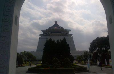 Mémorial titanesque en hommage à Chang Kai Scheik
