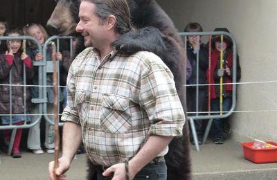 Un ours à l'école maternelle