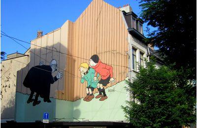 A Bruxelles, Quick et Flupke (Hergé-1930) essaient de semer l'agent 15...