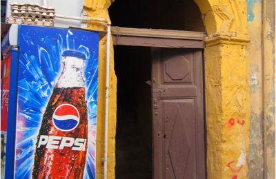 Contraste dans les ruelles d'Alexandrie
