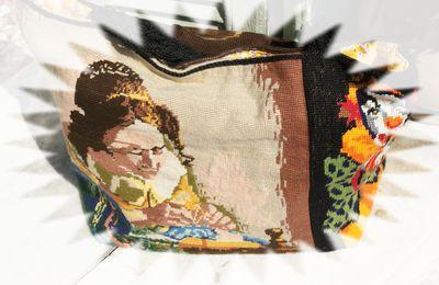 Un sac fait avec des canevas