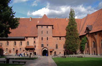 1049 . Le Château de Malbork.